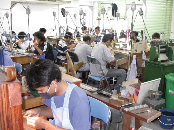 태국의 보석 연마업체들 중국에서